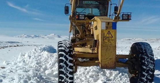 Kar Yağan Bölgelerin Yolu Temizleniyor