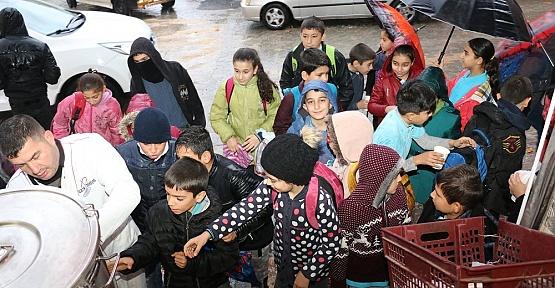 Pazarcık Belediyesi Çocukların İçini Isıtıyor