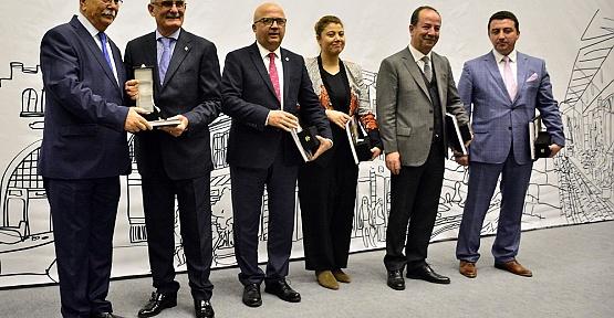 Kentler Birliği Büyükşehire Ödül Verdi