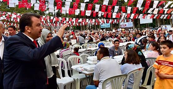 Büyükşehir Türkoğlu'nda İftar Verdi