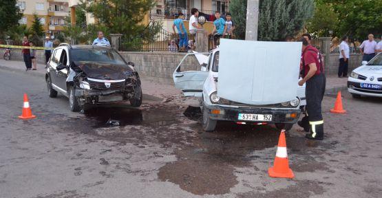 Araçlar Çarpıştı 1 Ölü 6 Yaralı
