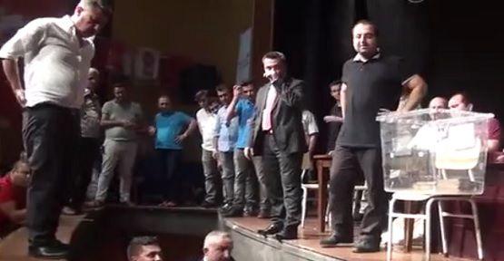 MHP'nin Kongresinde Sahne Çöktü