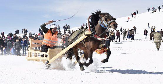 Rahvan Atlar Karda Yarıştı