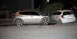 Otomobil Yayalara Çarptı 2 Yaralı