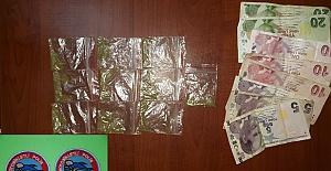 Uyuşturucuyu Çöpe Atarken Yakalandı