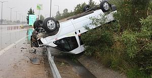 Minibüs Devrildi 2 Yaralı