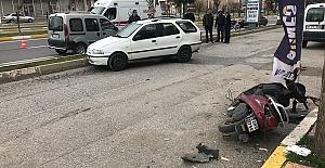 Otomobil Yayaya Çarptı 2 Yaralı