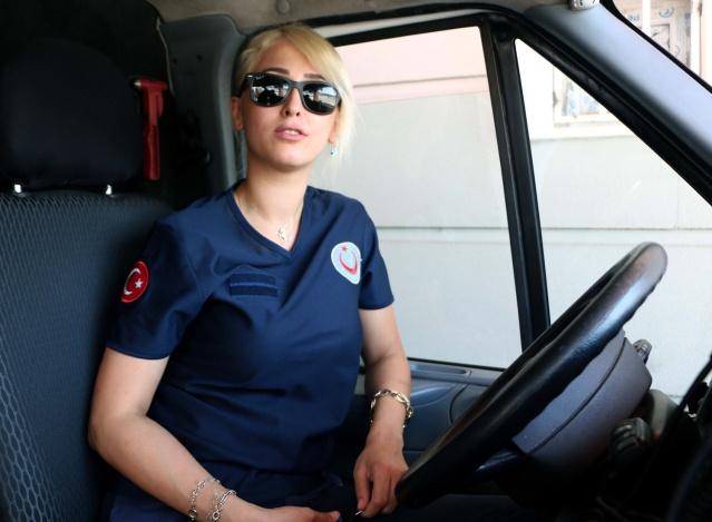 Kadın Ambulans Şoförü Hayalini Yaşıyor