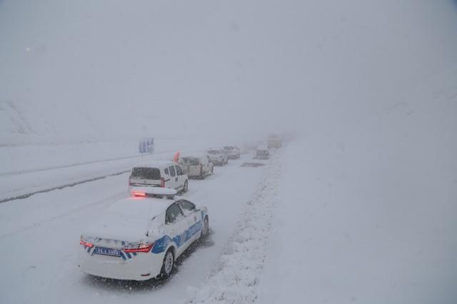 Kahramanmaraş Kayseri Yolunu Kar Kapattı