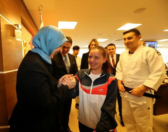 Şampiyonlar Bakanı Ziyaret Etti