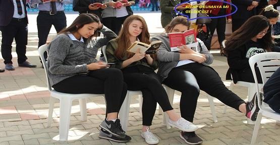 Kitap Okumaya mı Geldik Gız!