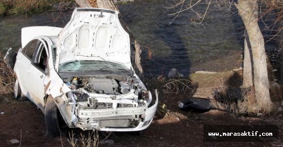 Otomobil Ağaca Çarptı 3 Ölü