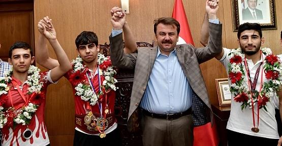Erkoç, Şampiyona 40 Altın Taktı