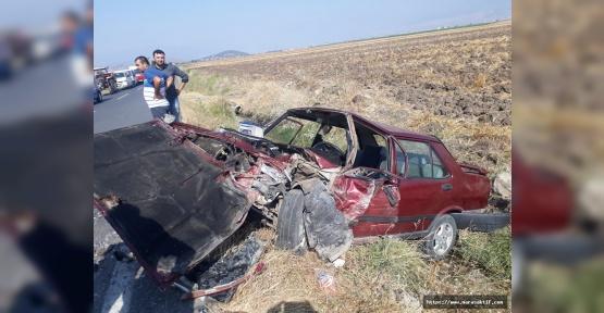 Otomobiller Çarpıştı 1 Ölü 3 Yaralı