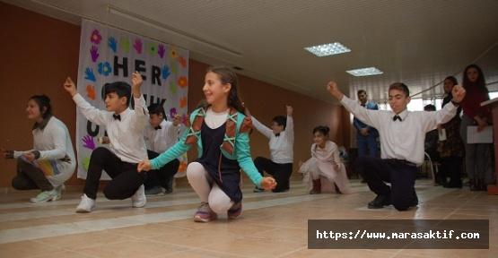 Engelli Çocukların Gösterisi
