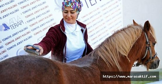 Atlara Belik Ören Kadın Seyis