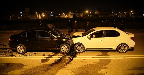 Otomobiller Çarpıştı 2 Yaralı