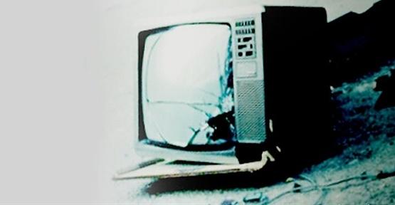 Televizyon Üzerine Düştü Öldü