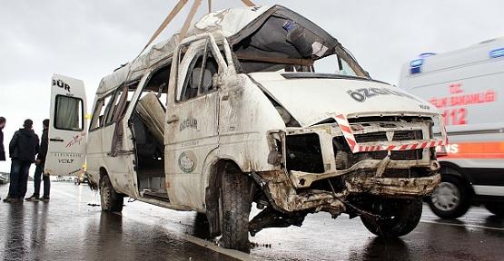 Minibüs Devrildi 1 Ölü 6 Yaralı