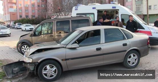 Otomobil Ticari Araçla Çarpıştı