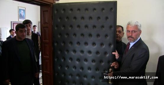 Bu da Yeni Moda, Başkan Kapıyı Söktü