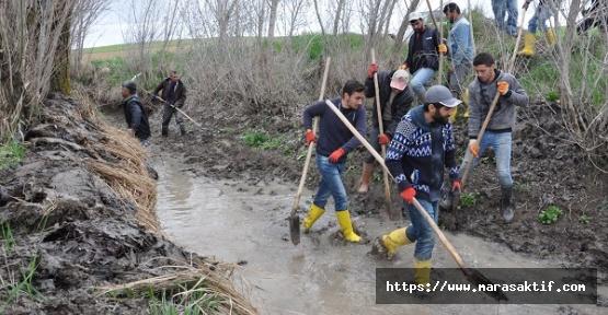 Çiftçiler İmeceyle Kanal Açmaya Çalışıyor