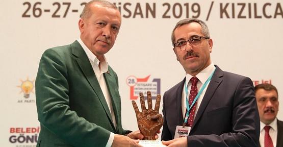 Cumhurbaşkanı Erdoğan, Güngör'e Ödül Verdi