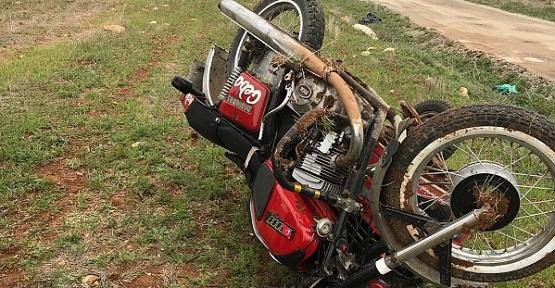 Motosiklet Devrildi Sürücü Yaralı