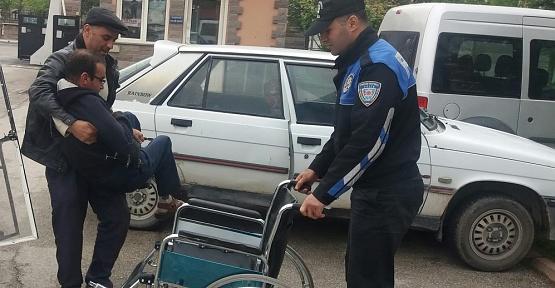 Polis, Engelliye Sandalye Hediye Etti
