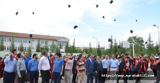 İstiklal Üniversitesinin İlk Mezunları