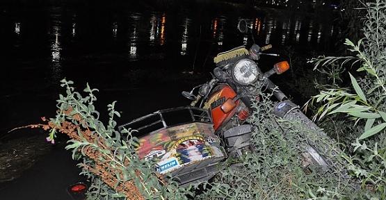 Kriz Geçiren Sürücü Nehre Düştü