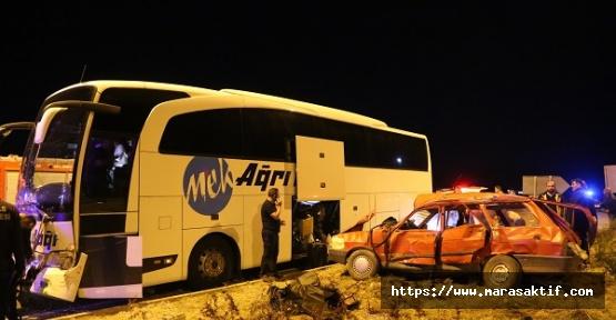 OtobüsOtomobille Çarpıştı 2 Ölü 2 Yaralı