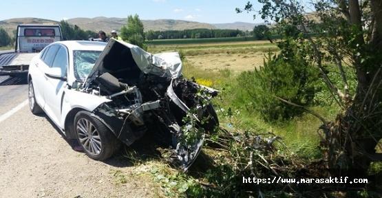 Otomobil Ağaca Çarptı 4 Yaralı