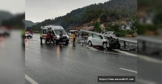 Otomobil Bariyere Çarptı 4 Yaralı