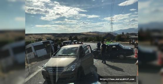 Otomobil Minibüsle Çarpıştı 1 Ölü