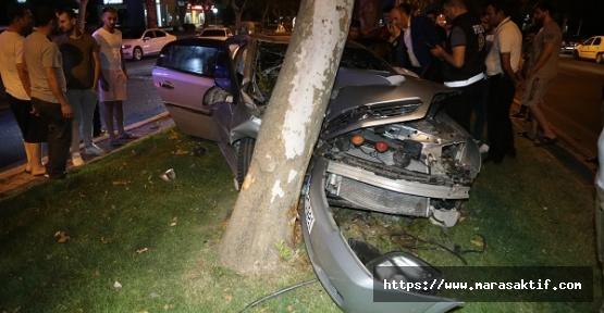Ağaca Çarpıp Duran Sürücü Ağır Yaralandı