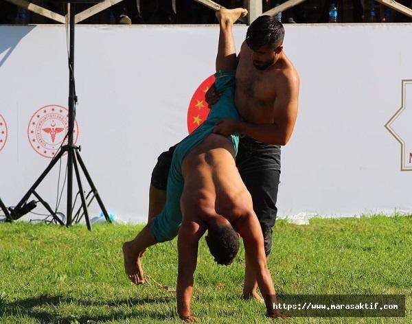 Güreşçiler Ahlat'ta Elense Çekti