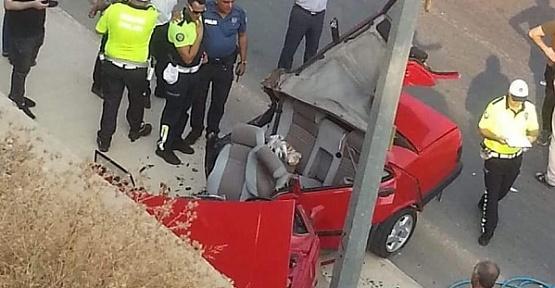 Otomobil Parçalandı Sürücü Sağ Çıktı