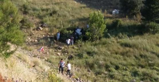 Otomobil Şarampole Devrildi 2 Yaralı