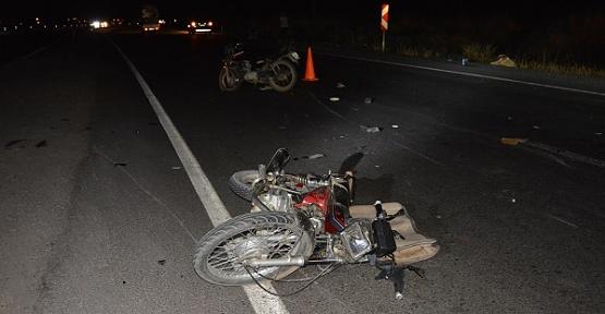 İki Motosiklet Çarpıştı 1 Ölü 4 Yaralı