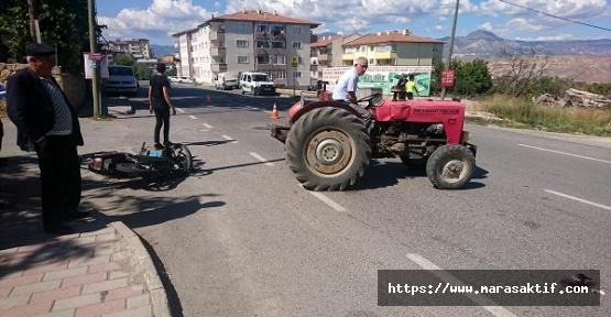 Motosiklet Traktörle Çarpıştı