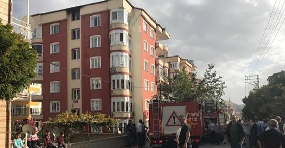 Çatıdaki Yangın 9 Kişiyi Etkiledi