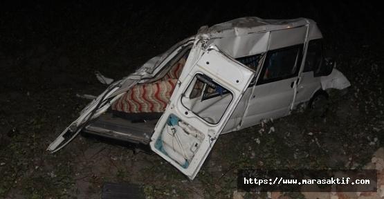 Minibüs Devrildi 10 Yaralı