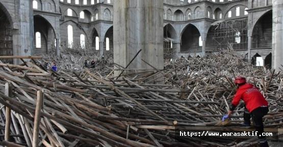 Cami İnşaatı Çöktü 2 Yaralı