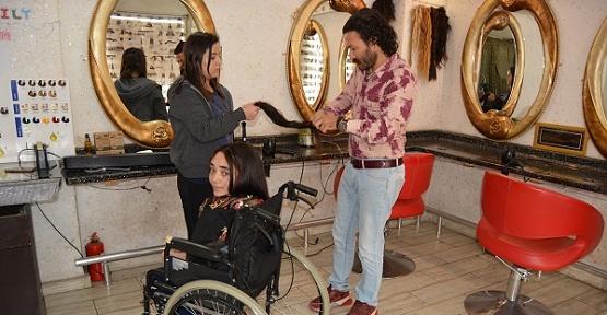 Engelli Genç Kızdan Örnek Davranış