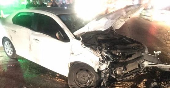 Otomobil Tırla Çarpıştı 5 Yaralı