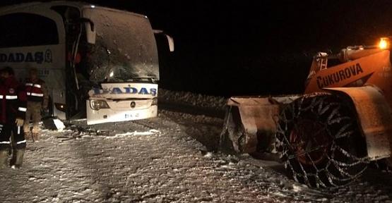 Yolcu Otobüsü Kepçeyle Çarpıştı 1 Ölü