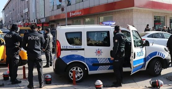 Ehliyetsiz Sürücü Polise Çarptı