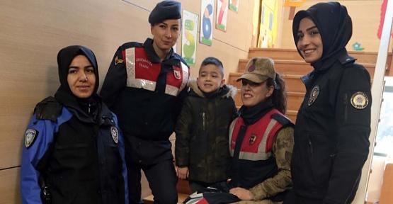 Şehit Çocuklarını Okula Jandarma ve Polis Götürüyor