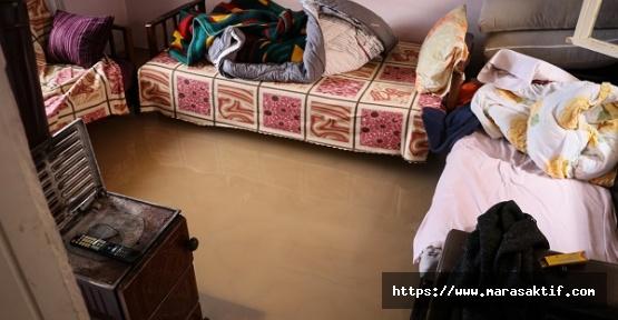 Ev ve İş Yerlerini Su Bastı